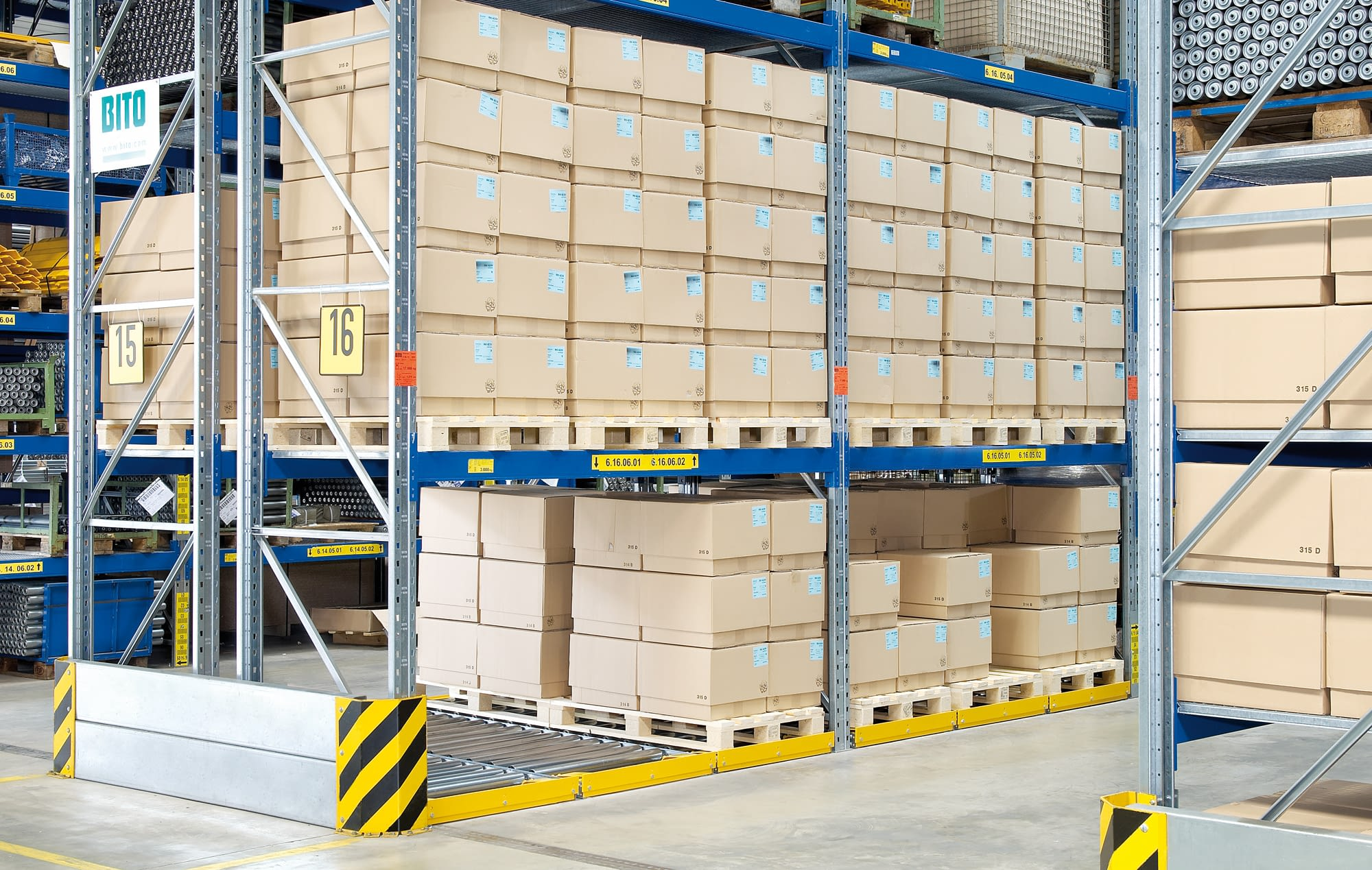 Paletten-Durchlaufregal-System, durchgehende Ausführung, Stahl-Tragrollen, IMG_31989
